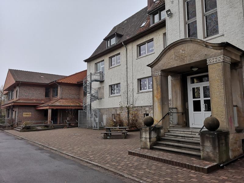 Zuerst wird der Altbautrakt der Grundschule Neesen saniert, danach der Neubau. Foto: MT-Archiv (© Korfesmeyer Carsten)